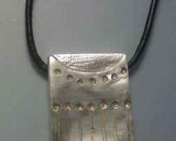 colgante sello maya kin dragón imix de plata de ley con cordón de piel