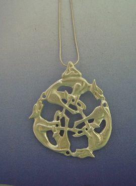colgante del nudo celta lobos en plata de ley con cadena de plata
