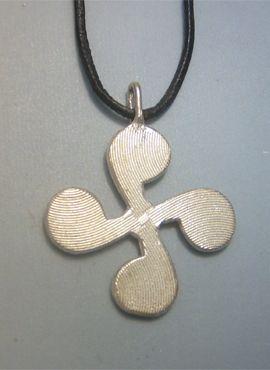 colgante lauburu vasco amuleto de plata de ley