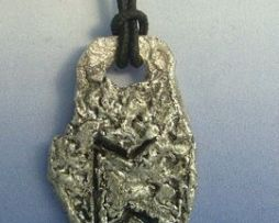 colgante runa vikinga perthro de plata amuleto vikingo fertilidad y ganancias
