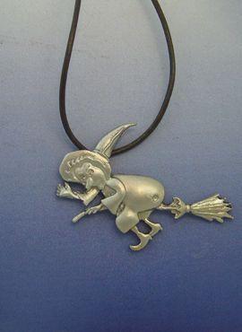 bruja de plata amuleto