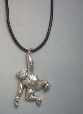 colgante chimpancé amuleto de plata