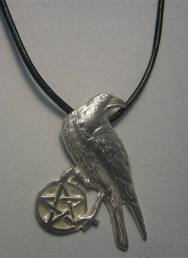 colgante cuervo celta amuleto de plata