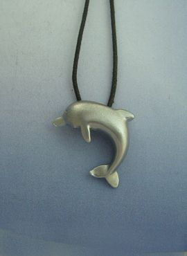 delfín de plata amuleto colgante con cordón de cuero