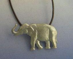 colgante de elefante amuleto de plata