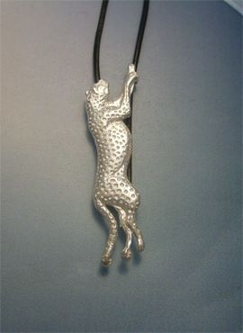 colgante guepardo amuleto de plata