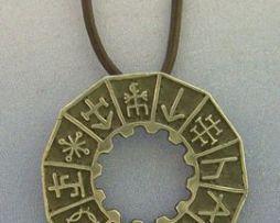 colgante de runas mágicas talismán vikingo