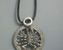 colgante horóscopo escorpión de plata