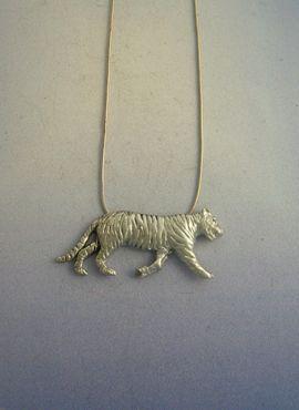 colgante tigre de plata amuleto con cadena incluída