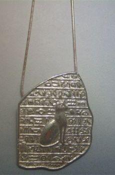 colgante piedra rosetta y Bastet la diosa gata amuleto de plata de ley