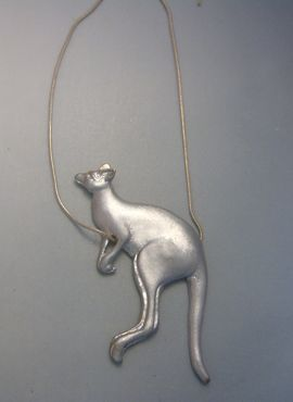 colgante canguro de plata con cadena amuleto australiano