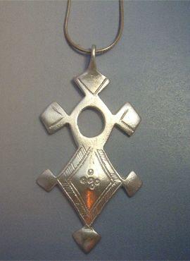 cruz tuareg de plata con cordón de plata