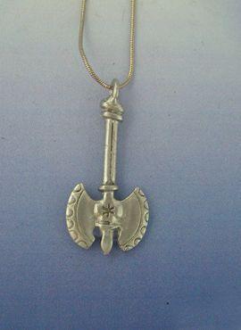 colgante doble hacha labrys amuleto minoico cretense de plata