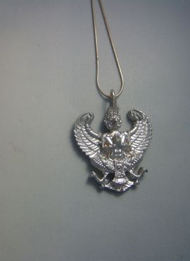 colgante Garuda dios águila amuleto hinduista