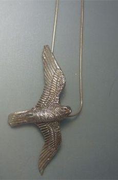 colgante halcón amuleto plata de ley
