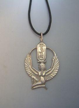 colgante Isis de plata velo de Isis, amuleto de la diosa egipcia con cordón de piel