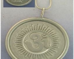 colgante lakshmi Om medalla de plata