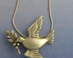 colgante paloma de plata amuleto con rama de olivo símbolo de la paz