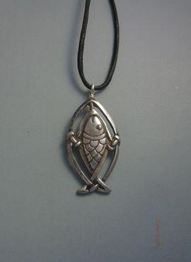 colgante salmón de plata amuleto celta