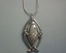 colgante salmón celta amuleto de plata con cadena de plata
