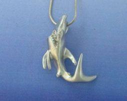 colgante tiburón de plata
