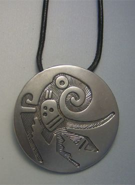 colgante pájaro quetzal en plata de ley con cordón de cuero