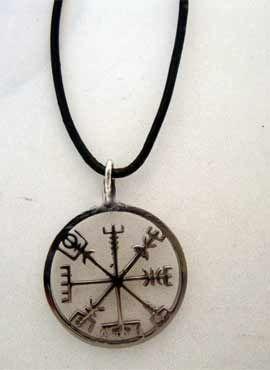 amuleto vikingo vegvísir brújula vikinga plata