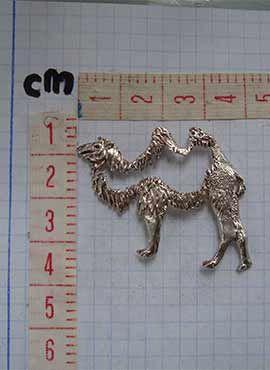 colgante camello medidas