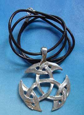 amuleto celta triqueta trinidad plata