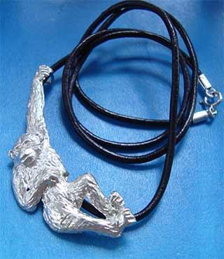 colgante chimpancé de plata