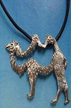 colgante camello de plata