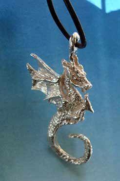 colgante Beowulf dragón de fuego en joya de plata
