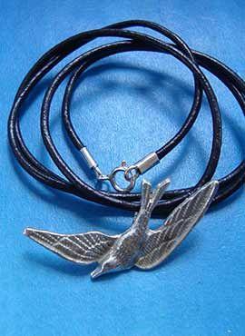 amuleto golondrina colgante de plata