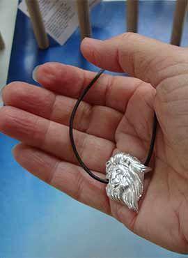 colgante cabeza de leon de plata