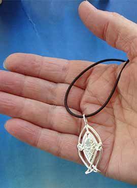 joya de salmón celta colgante de plata