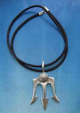 colgante simbolo tridente de poseidon o neptuno, joya de plata