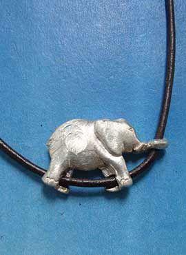 amuleto collar elefante de plata