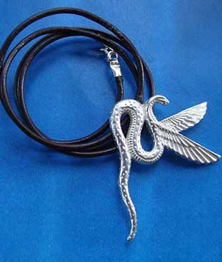 cobra alada Wadjet diosa de Egipto collar de plata