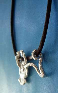 colgante del mono de plata