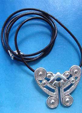 colgante tairona amuleto de plata mariposa