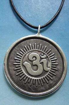 medallón mantra Om padmi hum plata