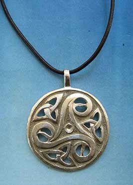 colgante trisquelium celta medalla de plata