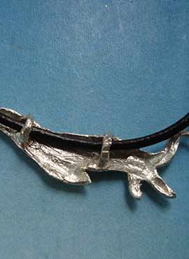 nutria colgante de plata dorsal