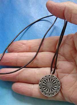 joya rueda del dharma amuleto budista de plata