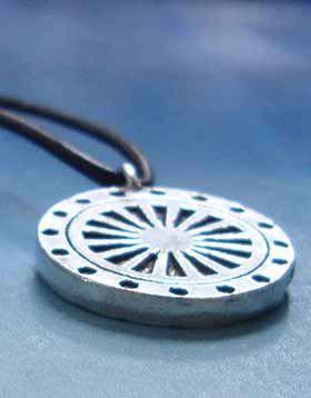 rueda del dharma colgante amuleto budismo