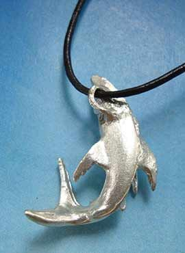 colgante tiburón parte trasera