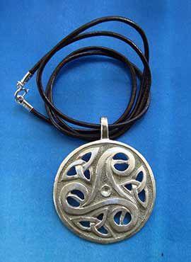 colgante medalla de plata trisquelium