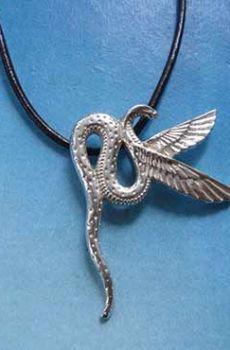 cobra alada Wadjet diosa Egipto plata