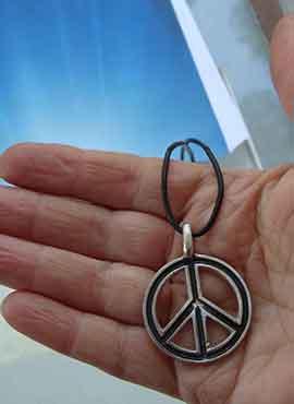colgante símbolo hippie paz y amor