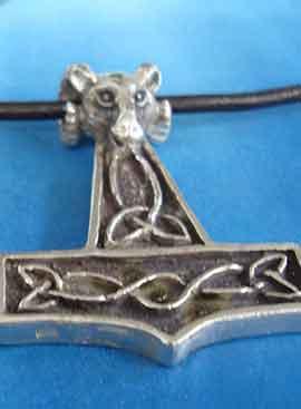 martillo de Thor con carnero mjölnir amuleto vikingo de plata